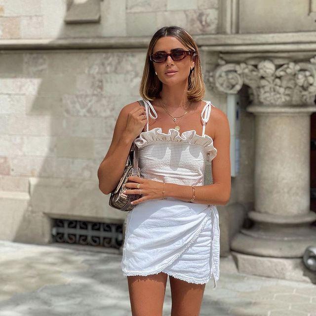 On Sundays we wear white & EMILLY sunglasses 🕶